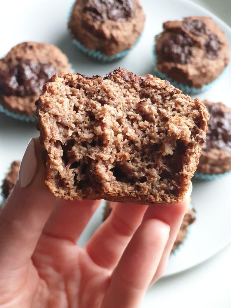 muffinki owsiane babeczki owsiane zdrowe z płatków owsianych z czekoladą czekoladowe