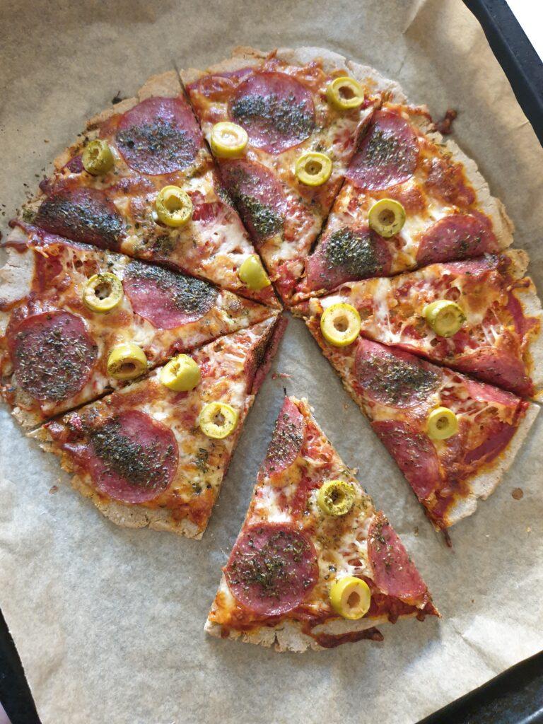 Pizza bezglutenowa na gryczanym spodzie - Najzdrowiej.com